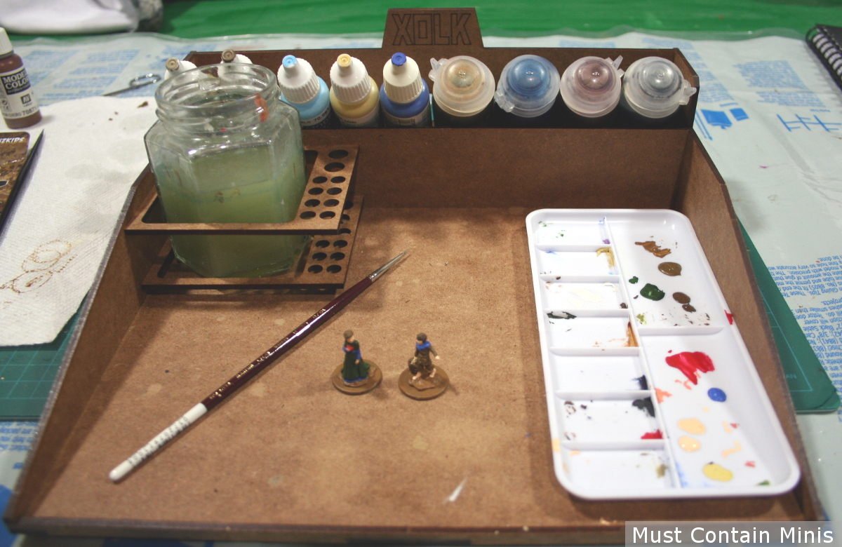 Painting miniatures on a portable mini painting station