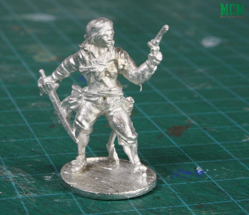 Unpainted 32mm Female Pirate miniature