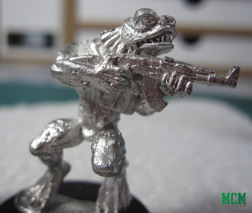 Adaro Deep One with AK-47 assault riffle 28mm miniature